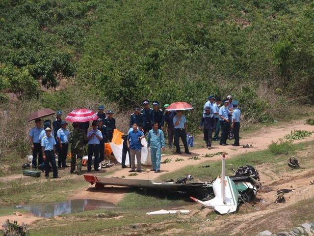 Cận cảnh rơi máy bay ở Khánh Hòa, 2 người tử nạn  - Ảnh 1.