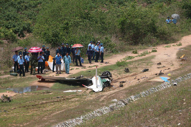 Cận cảnh rơi máy bay ở Khánh Hòa, 2 người tử nạn  - Ảnh 5.