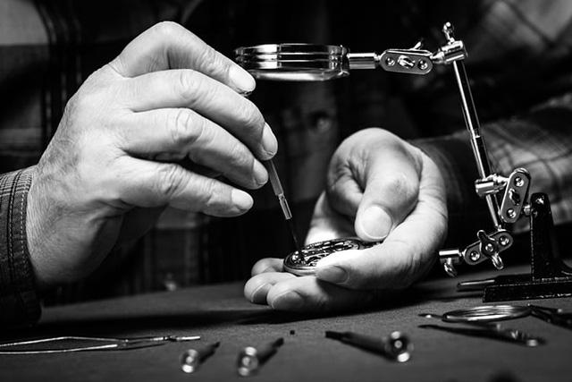 7 sai lầm tai hại làm giảm sút đẳng cấp của dân chơi đồng hồ cao cấp: Của bền tại người, đồ sang vì chủ, đừng để hỏng rồi mới thấy tiếc! - Ảnh 1.