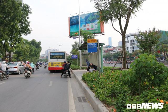 Ảnh: Đường Láng thay đổi bất ngờ, dân Thủ đô cứ ngỡ đang lạc vào đường phố Singapore - Ảnh 14.