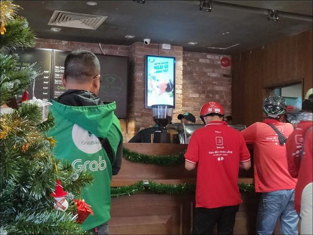 Lời miệt thị CEO Nhật ném vào tài xế công nghệ Việt và những bộ đồng phục định giá con người - Ảnh 4.
