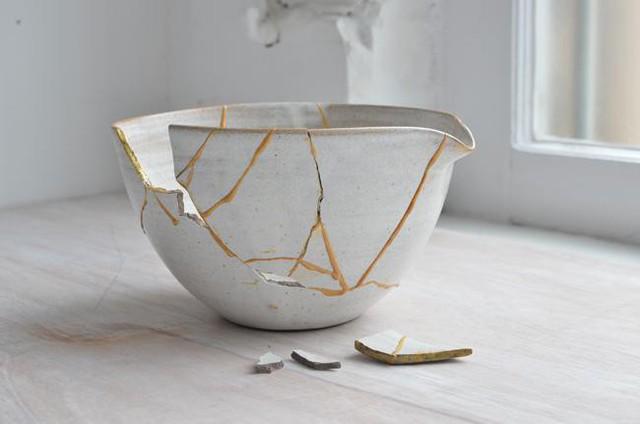 Kintsugi: Nghệ thuật dùng vàng ròng hàn gắn gốm vỡ và triết lý cuộc sống tôn vinh vẻ đẹp từ những rạn nứt tâm hồn của người Nhật - Ảnh 7.
