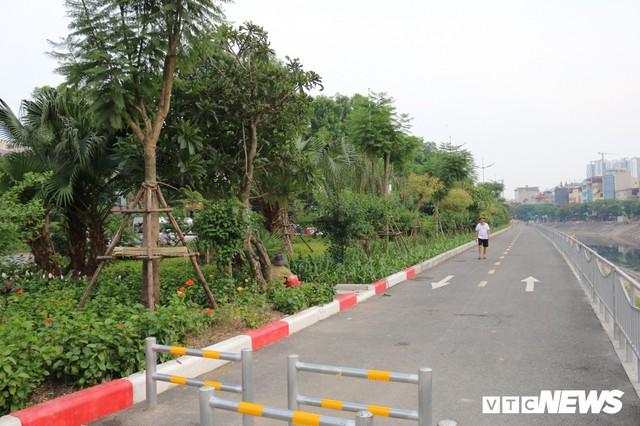 Ảnh: Đường Láng thay đổi bất ngờ, dân Thủ đô cứ ngỡ đang lạc vào đường phố Singapore - Ảnh 10.