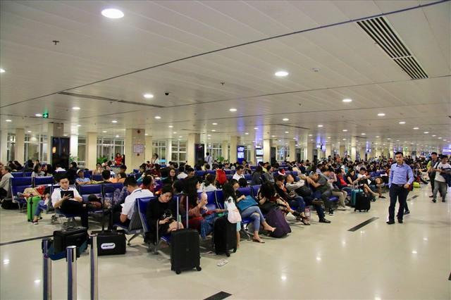 Sân bay Tân Sơn Nhất sắp ngưng sử dụng loa thông báo: Làm thế nào để thích nghi và không bị trễ giờ bay? - Ảnh 3.