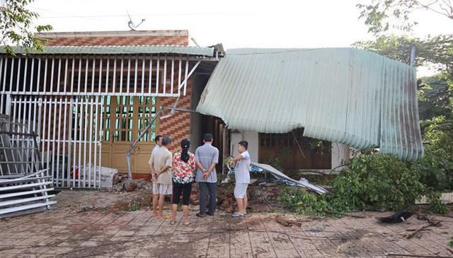 Xế hộp Mercedes tông liên tiếp 3 căn nhà, 3 người thương vong - Ảnh 5.