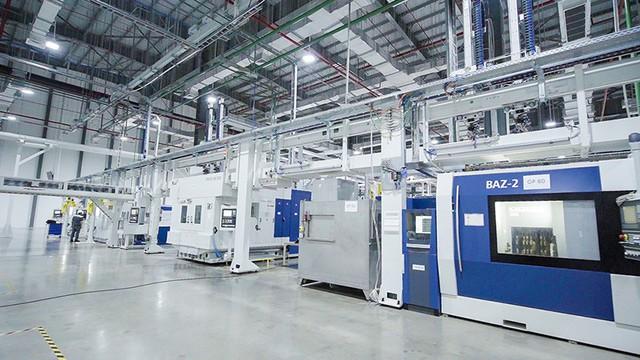 Bên trong xưởng sản xuất động cơ ô tô đầu tiên tại Việt Nam của VinFast có gì? - Ảnh 1.