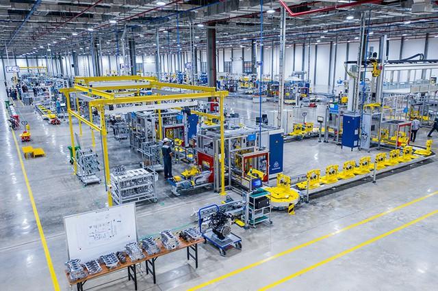 Bên trong xưởng sản xuất động cơ ô tô đầu tiên tại Việt Nam của VinFast có gì? - Ảnh 2.