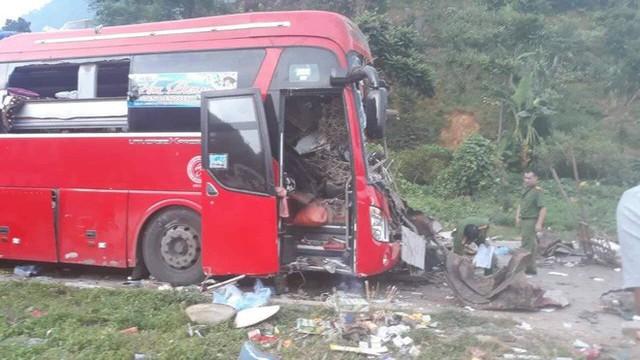 Hiện trường vụ tai nạn kinh hoàng khiến 3 người tử vong, 38 người bị thương ở Hòa Bình - Ảnh 11.