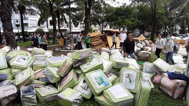 Cháy ngùn ngụt tại Sài Gòn, hàng trăm người dân tháo chạy trong đêm - Ảnh 3.