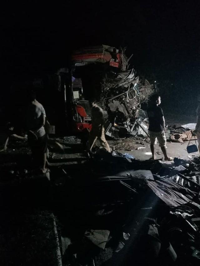 Hiện trường vụ tai nạn kinh hoàng khiến 3 người tử vong, 38 người bị thương ở Hòa Bình - Ảnh 4.