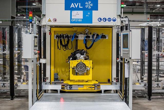 Bên trong xưởng sản xuất động cơ ô tô đầu tiên tại Việt Nam của VinFast có gì? - Ảnh 4.