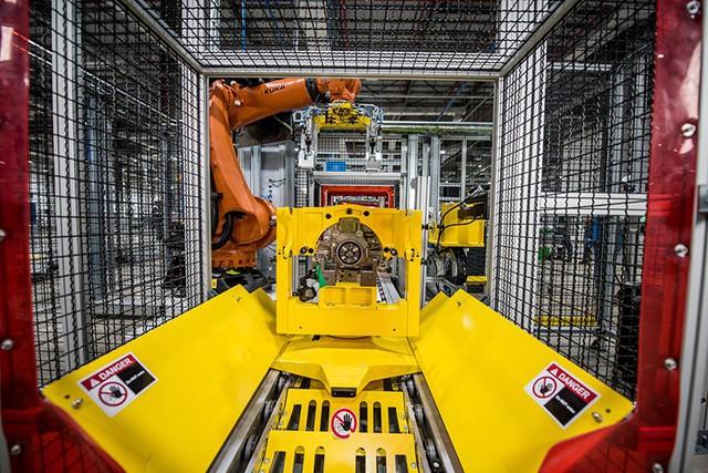 Bên trong xưởng sản xuất động cơ ô tô đầu tiên tại Việt Nam của VinFast có gì? - Ảnh 5.