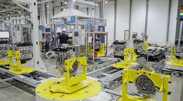 Bên trong xưởng sản xuất động cơ ô tô đầu tiên tại Việt Nam của VinFast có gì? - Ảnh 7.