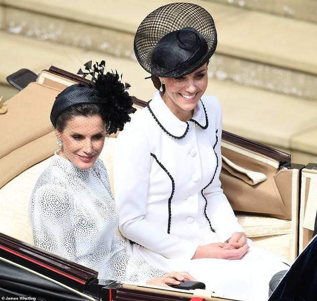Cuộc đọ sắc có 1-0-2: Ba biểu tượng sắc đẹp của hoàng gia thế giới xuất hiện cùng nhau, Công nương Kate kém sắc nhất, chịu lép vế trước U50 - Ảnh 5.