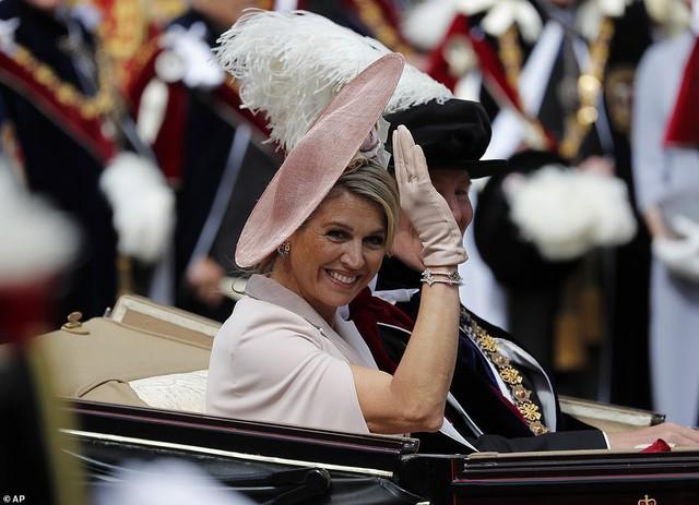 Cuộc đọ sắc có 1-0-2: Ba biểu tượng sắc đẹp của hoàng gia thế giới xuất hiện cùng nhau, Công nương Kate kém sắc nhất, chịu lép vế trước U50 - Ảnh 7.
