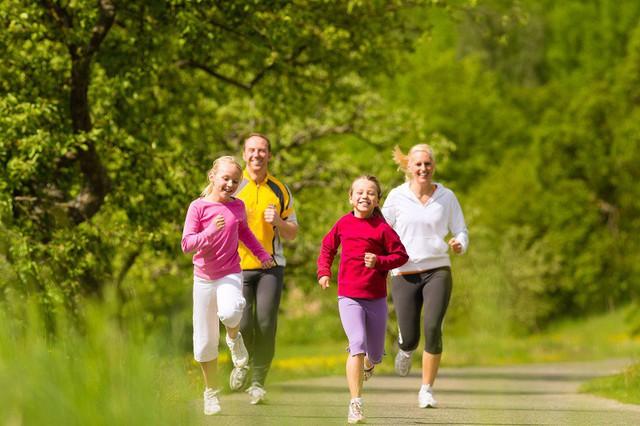 Vì sao đi bộ là bài tập tốt nhất cho sức khỏe và tâm trí, tới mức chỉ nửa giờ mỗi ngày, cuộc sống có thể hoàn toàn thay đổi?  - Ảnh 2.