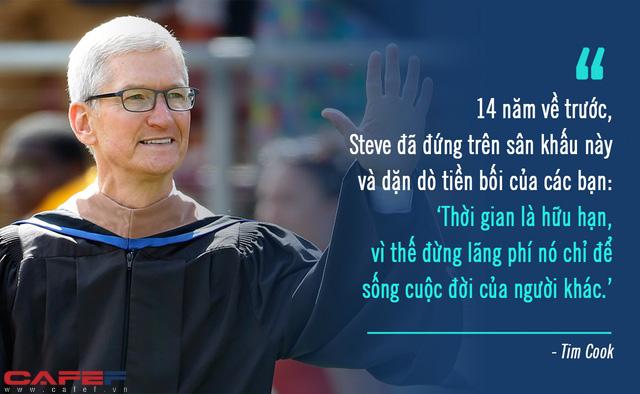 Mượn lời dạy 14 năm trước của Steve Jobs, Tim Cook cảnh báo sinh viên về sai lầm ông suýt phạm phải: Thời gian có hạn, đừng lãng phí để làm điều này! - Ảnh 1.