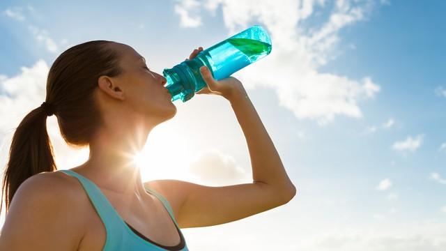 Chuyên gia hướng dẫn tập chạy bộ đúng cách trong những ngày nắng nóng: Bỏ qua những lưu ý này, bạn sẽ sốc nhiệt lúc nào không hay! - Ảnh 2.