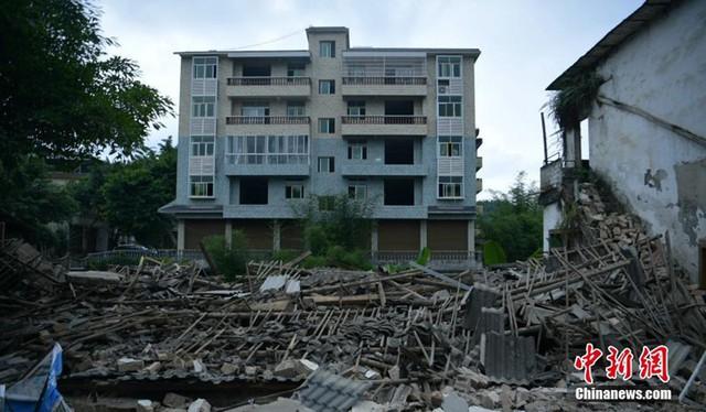 77 đợt dư chấn xảy ra sau động đất 6 độ richter ở Tứ Xuyên, Trung Quốc - Ảnh 1.