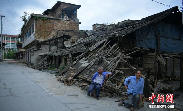 77 đợt dư chấn xảy ra sau động đất 6 độ richter ở Tứ Xuyên, Trung Quốc - Ảnh 2.