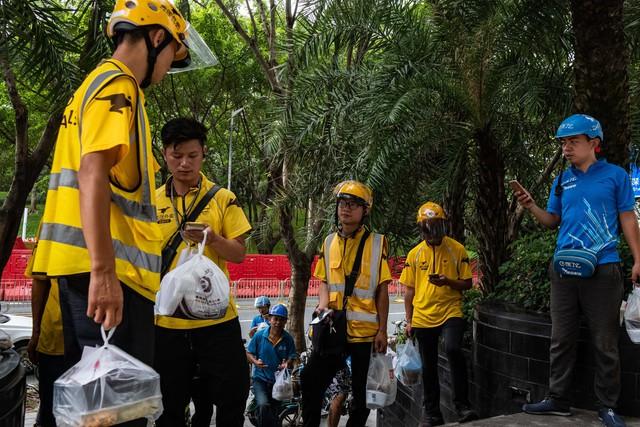 Ứng dụng giao đồ ăn nhấn chìm Trung Quốc trong biển nhựa - Ảnh 1.