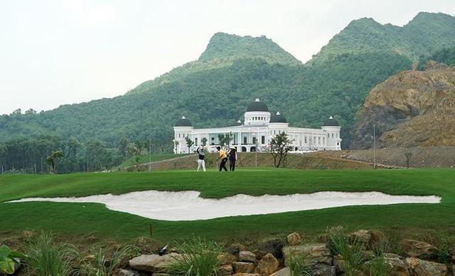 """Thanh tra Bộ Xây dựng xử phạt sân golf """"khủng"""" xây dựng trái phép ở Hà Nam - Ảnh 1."""