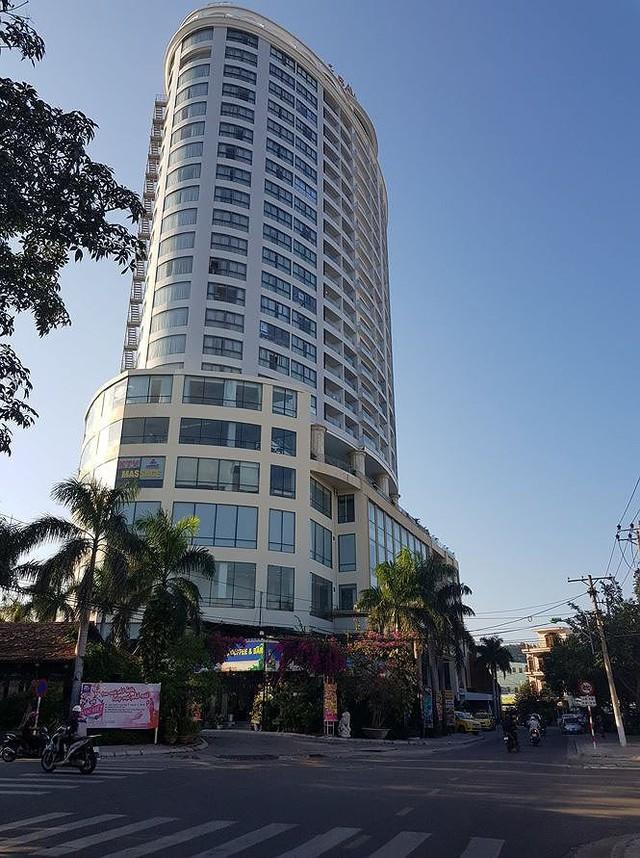 Công an Khánh Hòa buộc khách sạn Bavico Nha Trang dừng kinh doanh - Ảnh 1.
