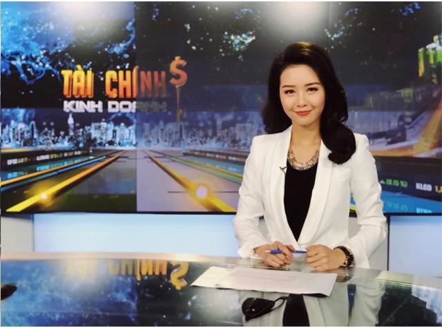 """BTV Minh Hằng của Bản tin Tài chính: """"Khuôn mặt trẻ con từng hại tôi tơi tả, 3 tháng lên hình đã bị cho xuống"""" - Ảnh 10."""