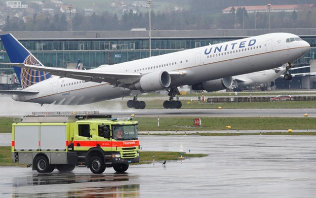Theo chân Mỹ, hàng loạt hãng hàng không quốc tế dừng bay qua Iran - Ảnh 1.
