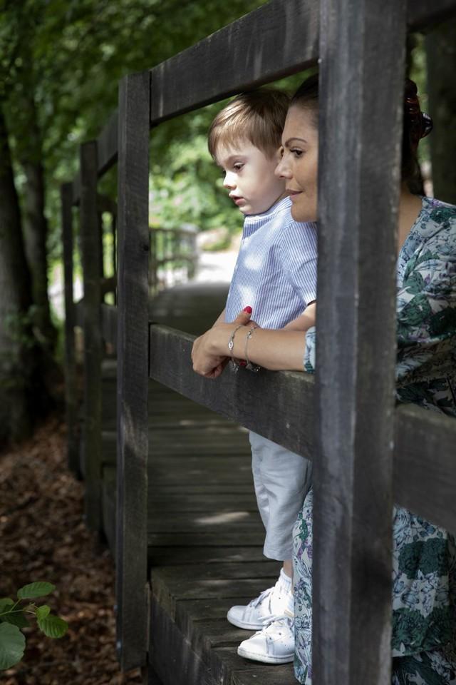 Thêm một Hoàng tử nhỏ khiến người hâm mộ hoàng gia phát cuồng, trở thành đối thủ đáng gờm của George với những điểm ấn tượng - Ảnh 5.