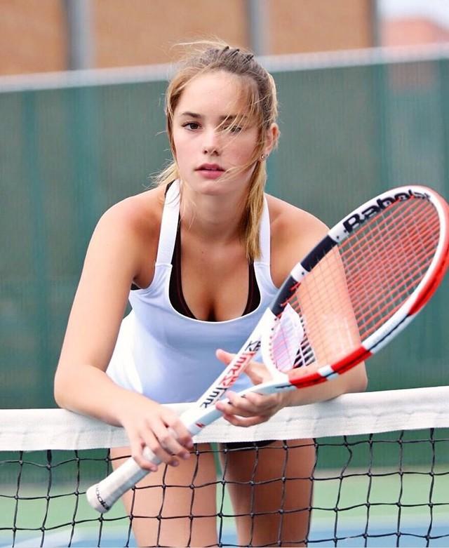 Ngỡ ngàng trước vẻ đẹp tựa thiên thần của nữ tay vợt 14 tuổi, gương mặt đủ sức thay thế tượng đài nhan sắc đình đám Maria Sharapova - Ảnh 2.