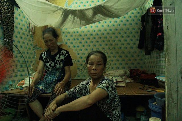 Cái nóng Hà Nội lên đến 50 độ: Dân xóm nghèo oằn mình trong các phòng trọ lợp ngói tôn, hầm hập như muốn luộc chín người - Ảnh 3.