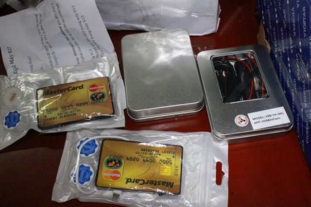 Triệt phá đường dây buôn bán thiết bị gian lận thi cử ở Hà Nội - Ảnh 3.