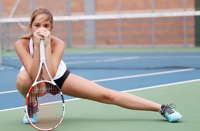 Ngỡ ngàng trước vẻ đẹp tựa thiên thần của nữ tay vợt 14 tuổi, gương mặt đủ sức thay thế tượng đài nhan sắc đình đám Maria Sharapova - Ảnh 3.