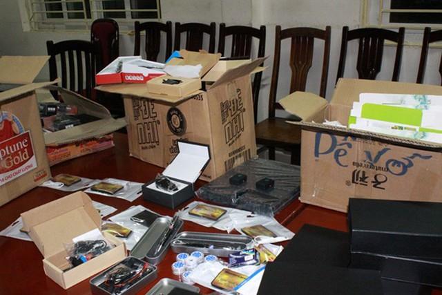 Triệt phá đường dây buôn bán thiết bị gian lận thi cử ở Hà Nội - Ảnh 4.