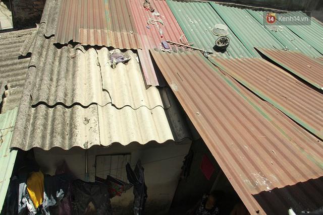 Cái nóng Hà Nội lên đến 50 độ: Dân xóm nghèo oằn mình trong các phòng trọ lợp ngói tôn, hầm hập như muốn luộc chín người - Ảnh 5.