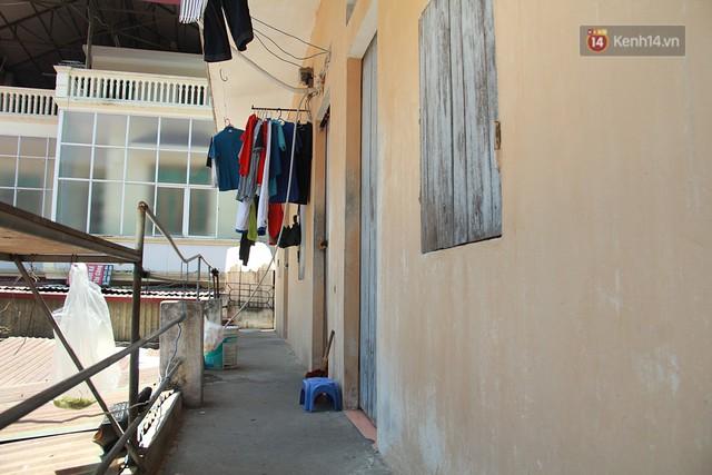 Cái nóng Hà Nội lên đến 50 độ: Dân xóm nghèo oằn mình trong các phòng trọ lợp ngói tôn, hầm hập như muốn luộc chín người - Ảnh 8.