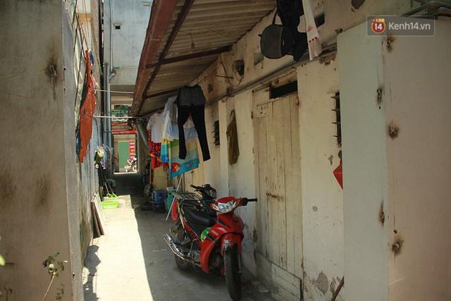 Cái nóng Hà Nội lên đến 50 độ: Dân xóm nghèo oằn mình trong các phòng trọ lợp ngói tôn, hầm hập như muốn luộc chín người - Ảnh 9.