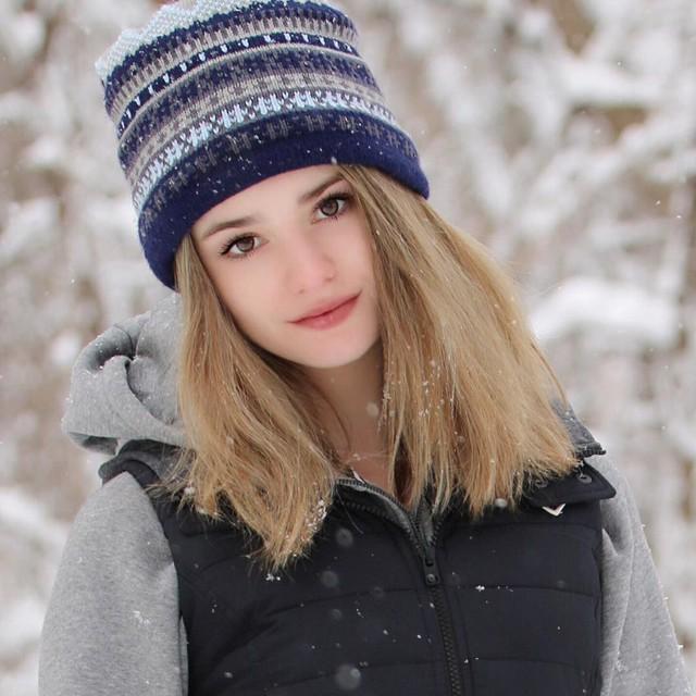 Ngỡ ngàng trước vẻ đẹp tựa thiên thần của nữ tay vợt 14 tuổi, gương mặt đủ sức thay thế tượng đài nhan sắc đình đám Maria Sharapova - Ảnh 9.