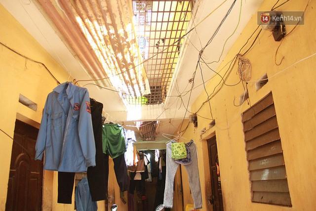 Cái nóng Hà Nội lên đến 50 độ: Dân xóm nghèo oằn mình trong các phòng trọ lợp ngói tôn, hầm hập như muốn luộc chín người - Ảnh 10.