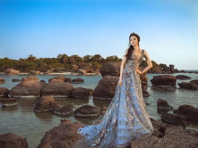Hoa hậu Việt Nam 2004: Vướng tin đồn bị đánh ghen ở tuổi 18, đám cưới bất ngờ ở tuổi 23 và cuộc sống bình yên sau giông bão ở tuổi 34 với đại gia bí ẩn - Ảnh 2.