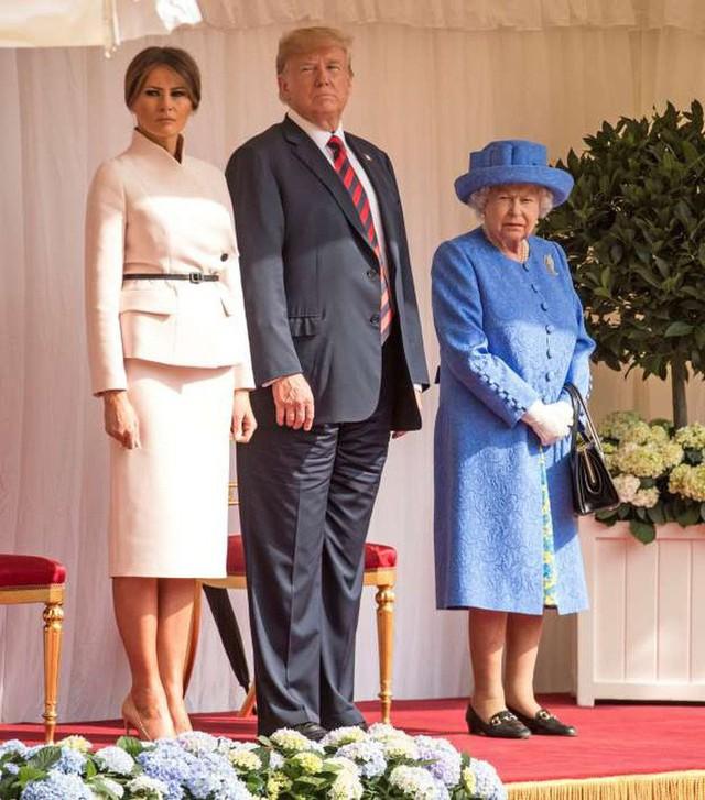 Chẳng kém Kate Middleton, bà Melania Trump gây ấn tượng với cách lựa chọn trang phục khiến ai cũng kiêng nể - Ảnh 1.