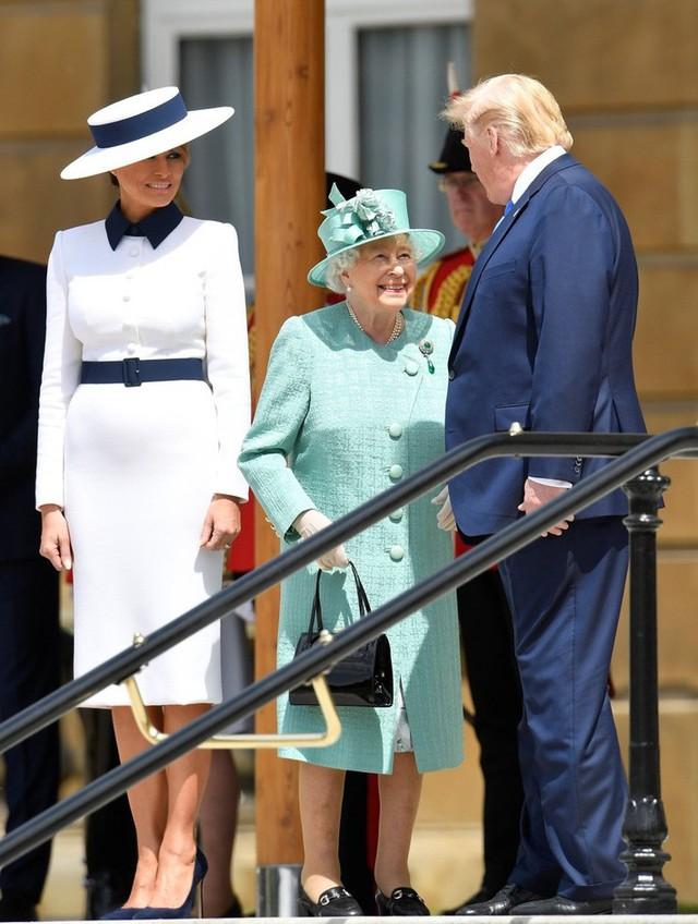 Chẳng kém Kate Middleton, bà Melania Trump gây ấn tượng với cách lựa chọn trang phục khiến ai cũng kiêng nể - Ảnh 3.