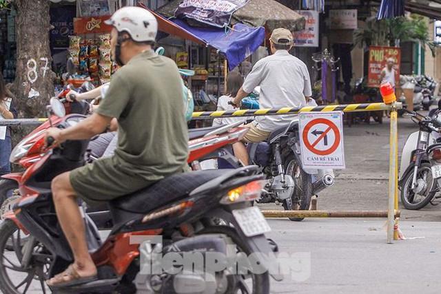 Giao thông hỗn loạn gần dự án ga ngầm trên phố Trần Hưng Đạo - Ảnh 5.