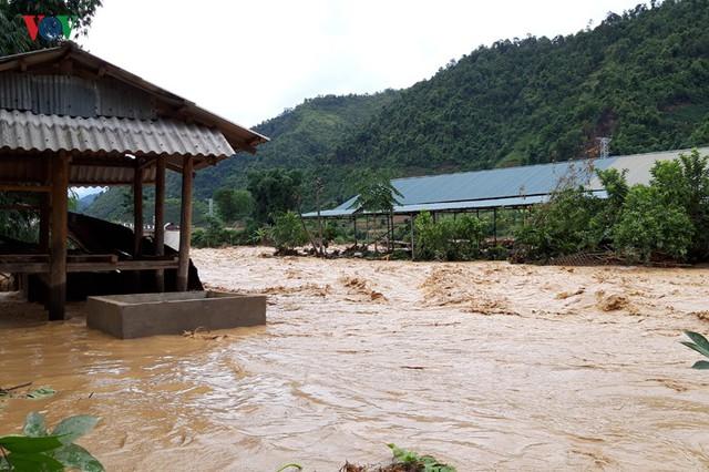 Ảnh: Huyện nghèo ở Lai Châu tan hoang sau cơn lũ đầu mùa - Ảnh 1.