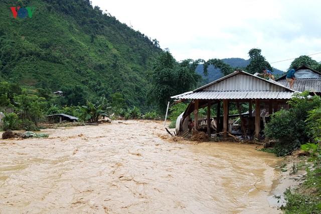 Ảnh: Huyện nghèo ở Lai Châu tan hoang sau cơn lũ đầu mùa - Ảnh 2.