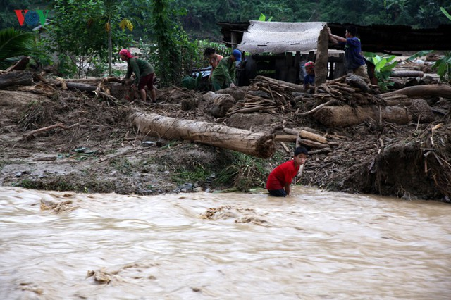 Ảnh: Huyện nghèo ở Lai Châu tan hoang sau cơn lũ đầu mùa - Ảnh 11.