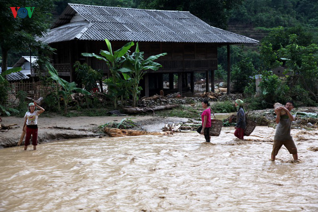 Ảnh: Huyện nghèo ở Lai Châu tan hoang sau cơn lũ đầu mùa - Ảnh 12.