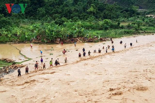 Ảnh: Huyện nghèo ở Lai Châu tan hoang sau cơn lũ đầu mùa - Ảnh 14.
