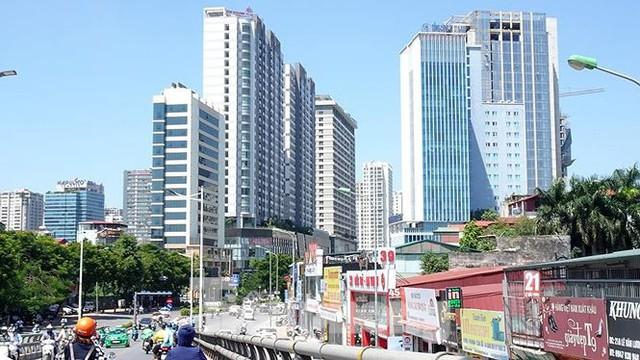 Những tuyến phố Hà Nội ngộp thở với cao ốc ngày nắng nóng - Ảnh 12.